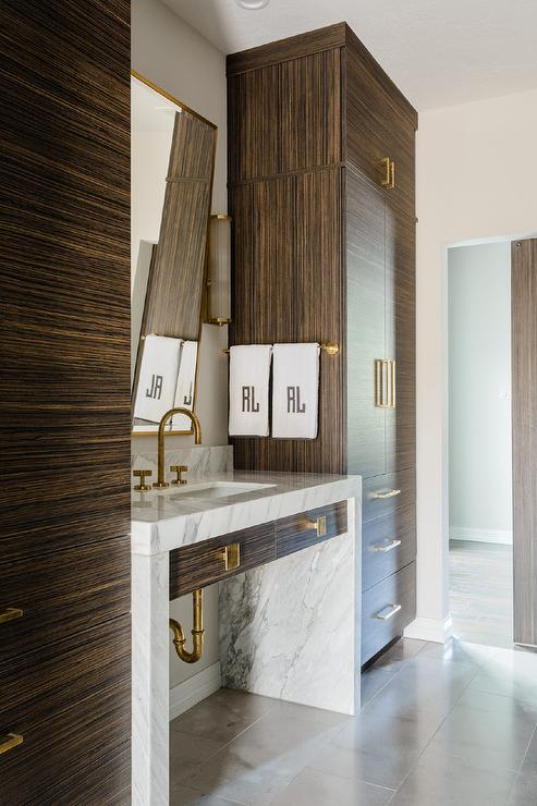 . Floor To Ceiling Bathroom Cabinets Design Ideas