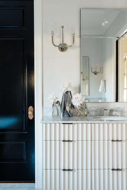 Light Grey Bathroom Decor: White And Grey Bedrooms
