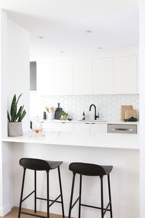 Astounding Low Back Black Stools At Kitchen Peninsula Modern Kitchen Gmtry Best Dining Table And Chair Ideas Images Gmtryco