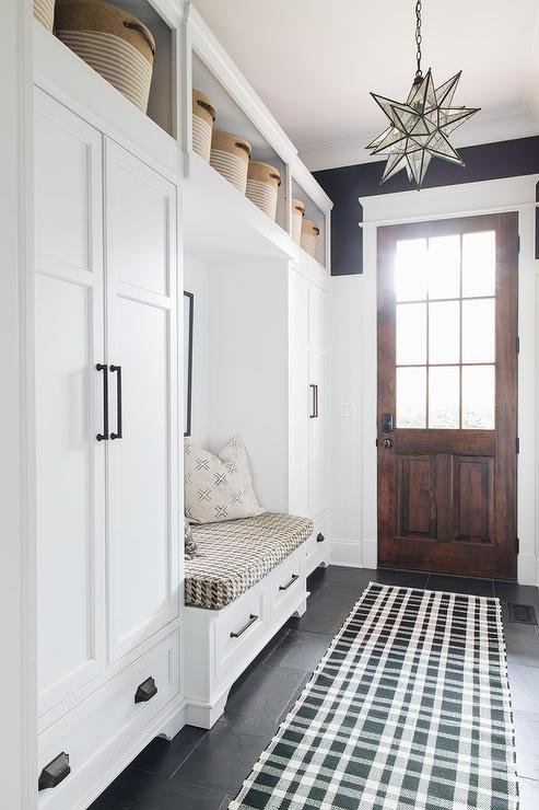 Fine Long Mudroom With Built In Bench Cottage Laundry Room Dailytribune Chair Design For Home Dailytribuneorg