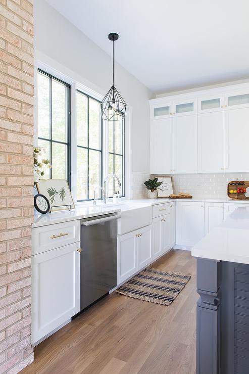 White Shaker Kitchen Cabinets Black Hardware