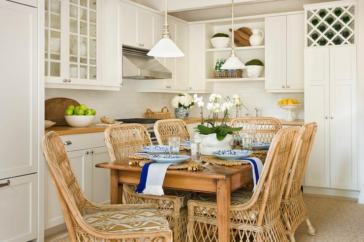 L Shaped Cottage Kitchen with Dining table and Chairs ...