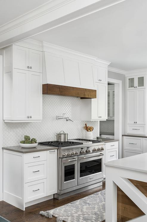 Cottage Style Range Hood with White Arabesque Tiles ...