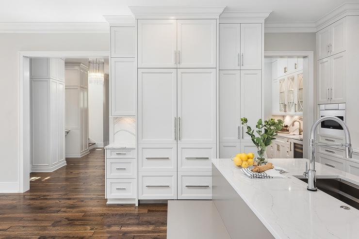 Astounding Kitchen Island With Gray Built In Bench Transitional Kitchen Beatyapartments Chair Design Images Beatyapartmentscom