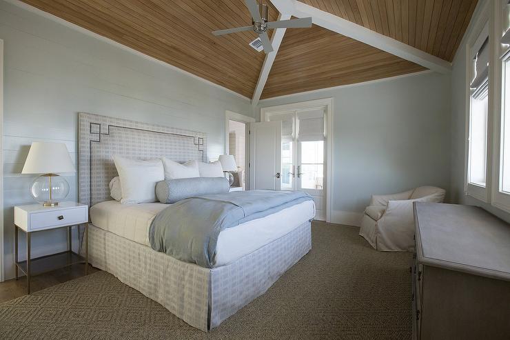 Gray Plank Walls Design Ideas