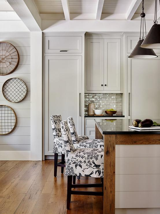 Black And White Slipcovered Island Stools Country Kitchen