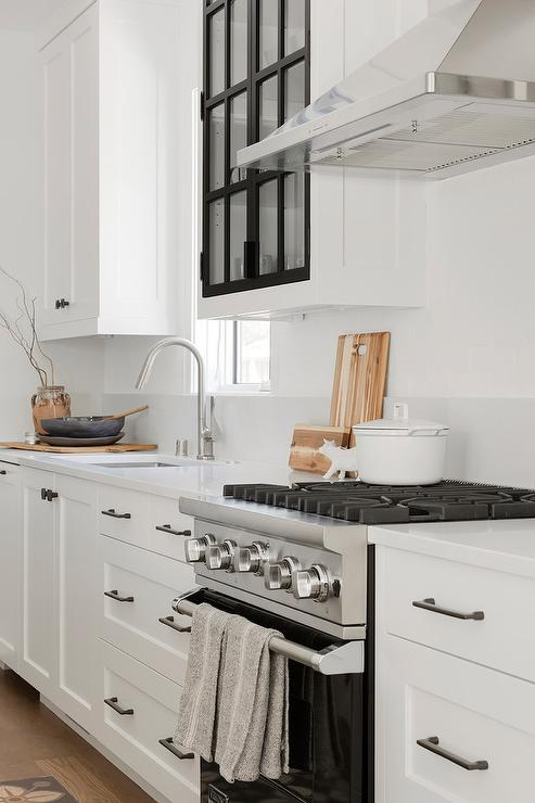 Pictures Of Dark Hardware On White Cabinets : 25 Trendy ...