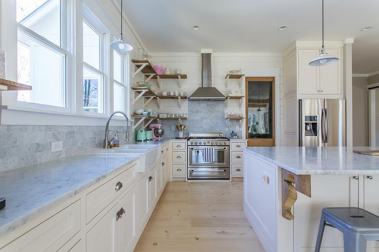 Cottage Kitchen With Ivory Shaker Cabinets