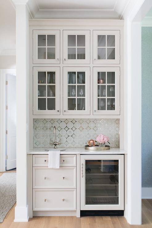 Pleasant Light Gray Wet Bar Cabinets With Mosaic Metallic Backsplash Download Free Architecture Designs Embacsunscenecom