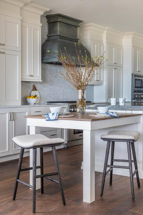 10 Kitchen And Home Decor Items Every 20 Something Needs: Kitchen Island Columns Design Ideas
