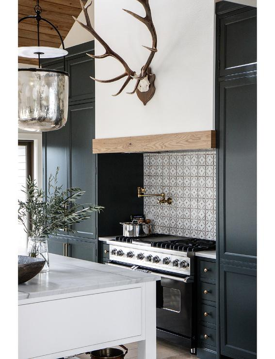 Black Kitchen Cabinets With Stove Country
