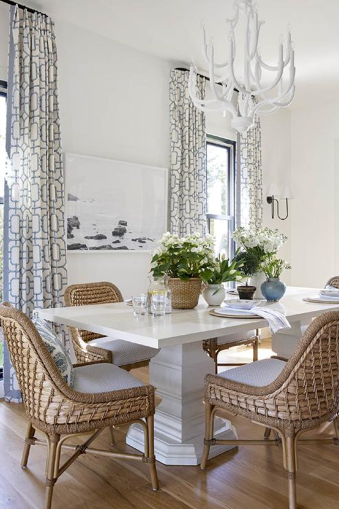 Glossy White Dining Table With, White Chandeliers For Dining Rooms