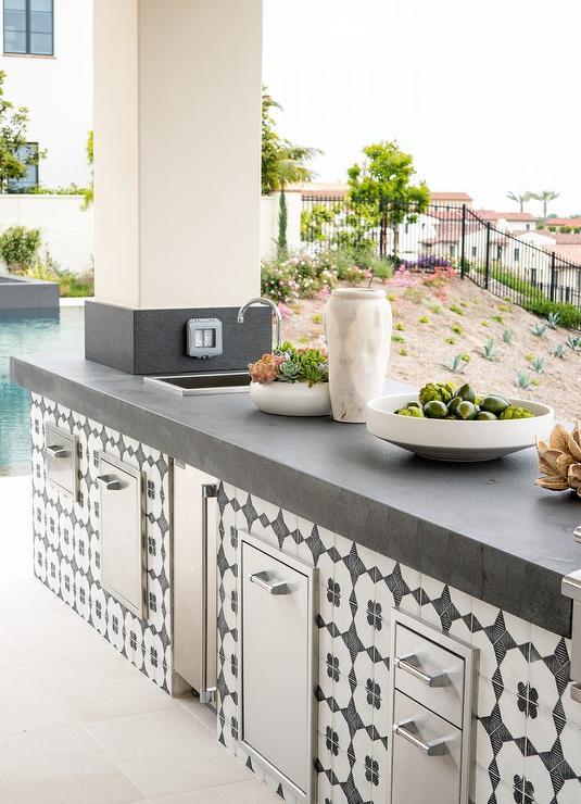 Black and White Porcelain Tiles on Outdoor Kitchen ...