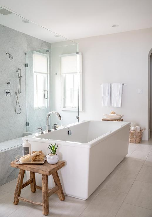 Rustic Wood Bath Stool Design Ideas