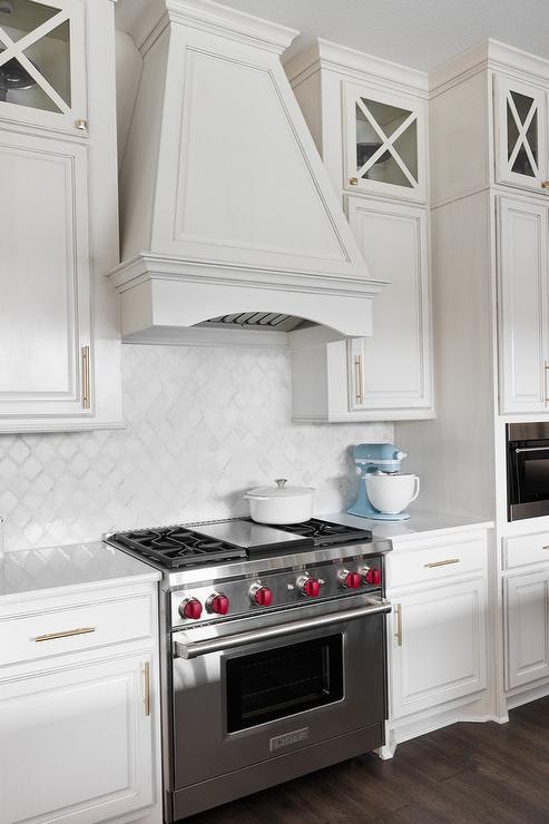White Kitchen With White Arabesque Backsplash Tiles Traditional Kitchen