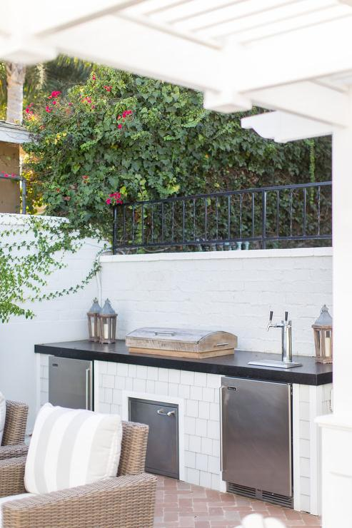 White Shingle Style Tiles On Outdoor Kitchen Transitional Deck Patio