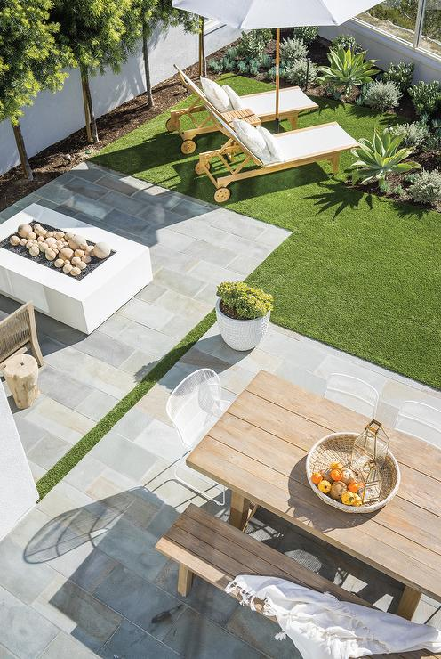 backyard staggered slate pavers