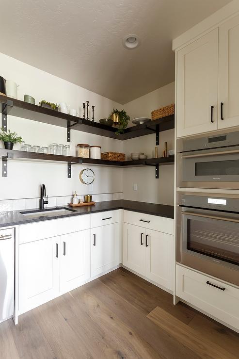 L Shaped Pantry Design Ideas